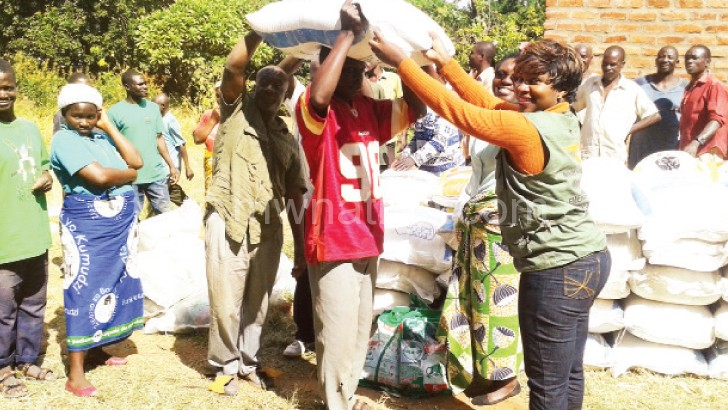 Njema farmers receive maize, maize seed and  fertiliser from Chigamba