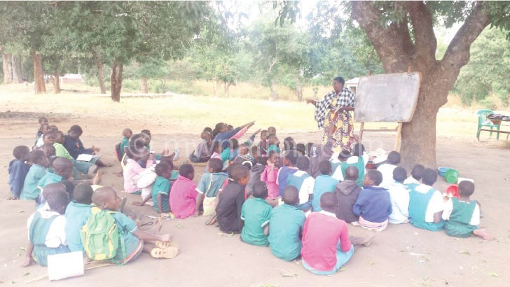 Pupils learn under a tree at Mtunthama Primary School
