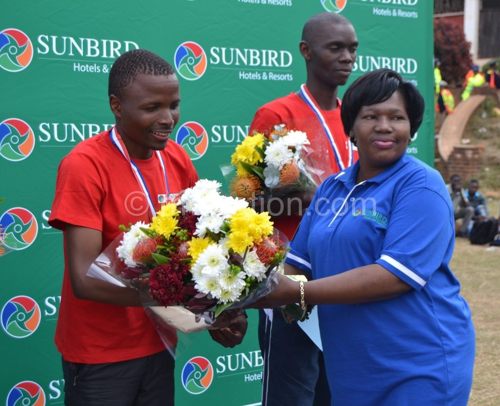 Sichali (L) receives his prize from Katenga-Kaunda