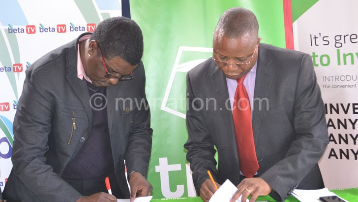 Pen to paper: Mtawali (L) and Bottoman signing the contracts