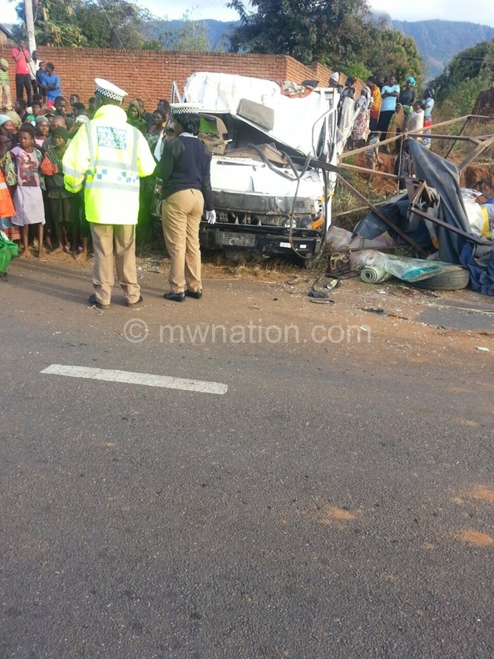 Police officers at the place of the accident Picture credit citizen journalist 1 | The Nation Online