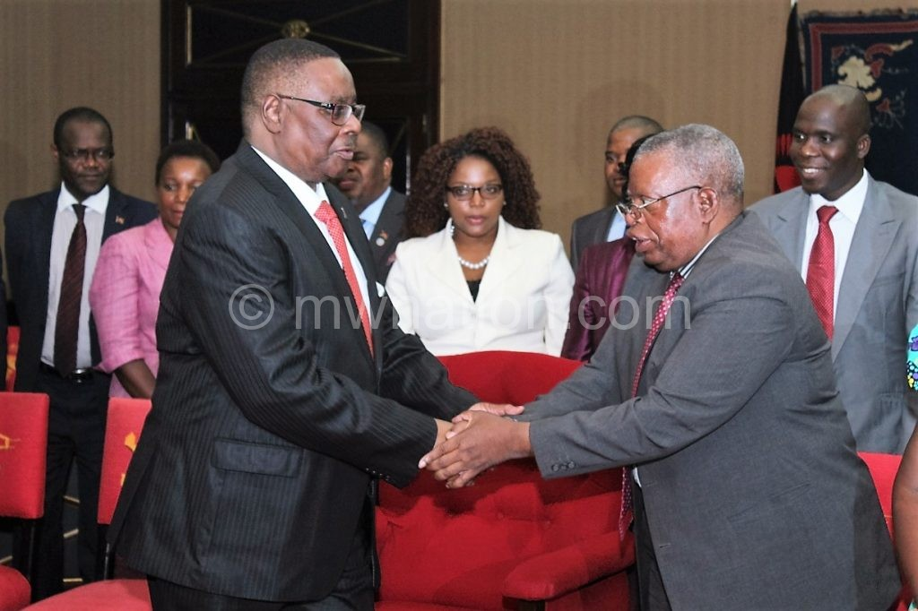 Mutharika shakes hands with Nanthambwe after ther meeting