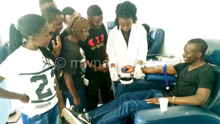 BYG youths donating blood at MBTS
