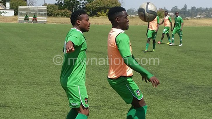 Sanudi (L) tries to shield Frank 'Gabadinho' Mhango during yesterday's training session