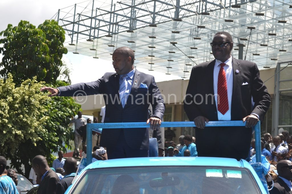 Both complied: President Peter Mutharika (R) and his second-in-command Chilima