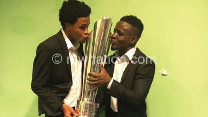 Gabadinho (R) and Phiri kiss the MTN cup