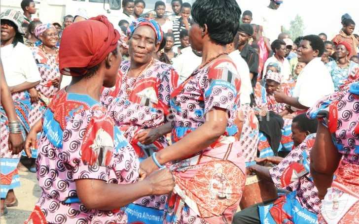 All set for Mulhako: Women dance at previous function