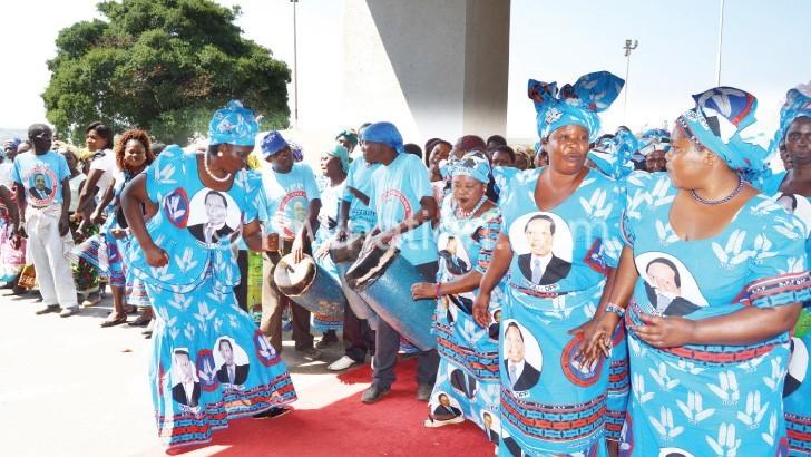 DPP women dance before the President's arrival