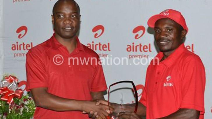 Kachepatsonga (R) receives his prizes from Airtel Malawi managing director Charles Kamoto