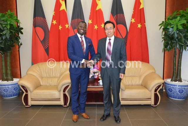 Kaonga L and Shi Ting shake hands after a fruitful discussion | The Nation Online