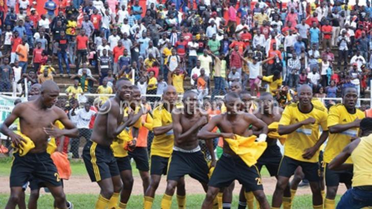 Bullets burst, rivals Nomads triumph