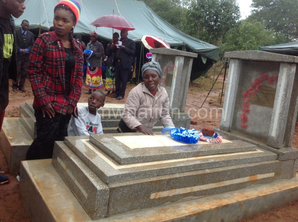 Laying a wreath mkandawire | The Nation Online
