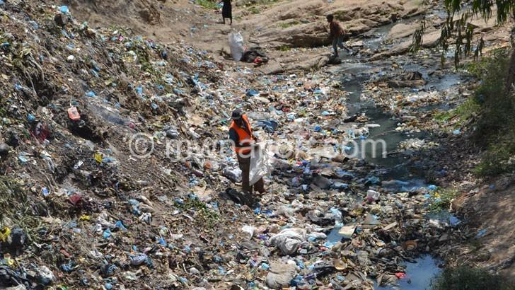 Court lifts plastics ban