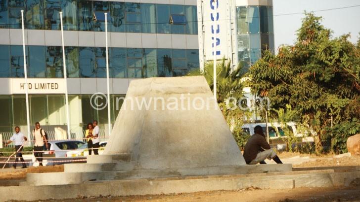 Govt justifies Gandhi 'statue'