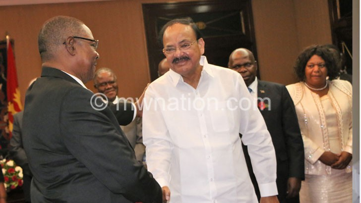 Mutharika meets Naidu yesterday   The Nation Online