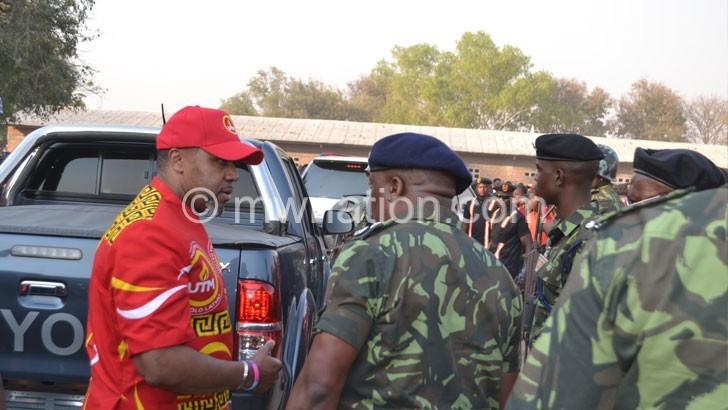 Police defy court order