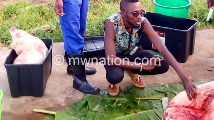 Akupha makwacha ndi nkhumba