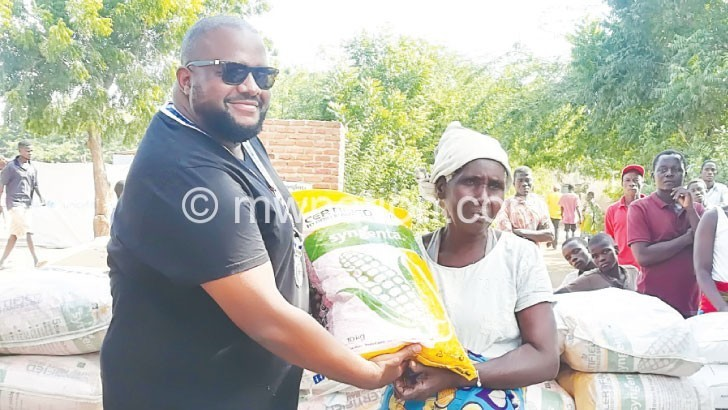 Round Table donates maize seeds to flood victims