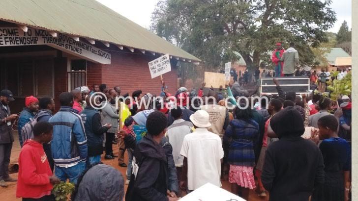 Anti-quota movement sends last warning